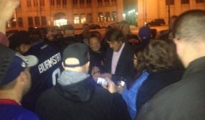 Teemu signs for fans