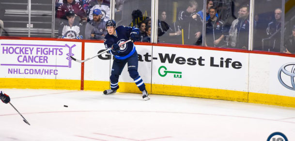laine-makes-the-pass
